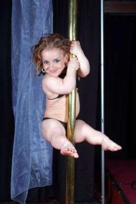 midget-pole-dancer